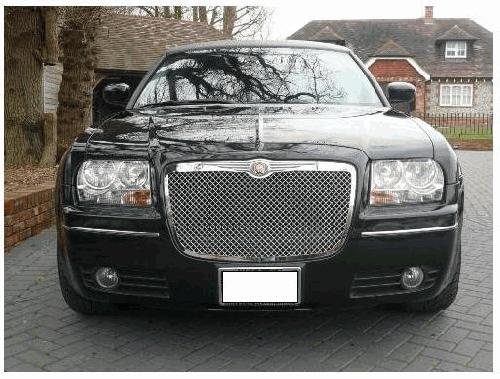 Chauffeur stretch black Chrysler C300 Baby Bentley limo hire in Nottingham, Derby, Leicester, Birmingham, Nottinghamshire, Derbyshire, Midlands.