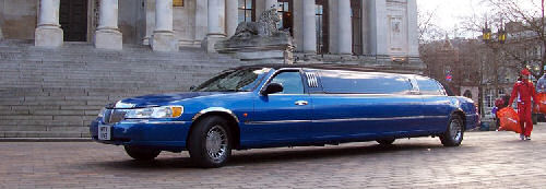 Chauffeur stretched blue Lincoln limousine hire in Portsmouth, Southampton, Bournemouth, Brighton, Poole, Hampshire, Sussex, Surrey, South Coast